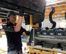El grup BIOMEC participa en un projecte pioner per introduir els exoesquelets a la indústria de l'automoció